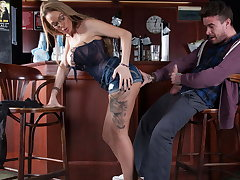 Beamy titty bar slut fucks a customer