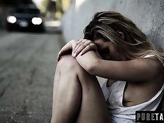 Homeless Teen Virgin Meets Hung Munificent Promoter – Creampie