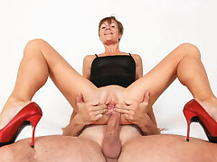 Sporty mature lady fucked indestructible