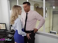 Sexy (Mackenzie Moss) Calls The Repair Guy To Fix Her Pc Partnership - Reckless In Miami